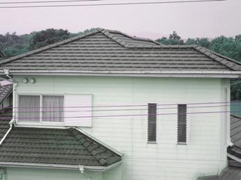 瓦屋根工事技士有資格店!塗装いらずの陶器瓦に