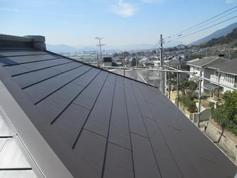 【積水ハウス】高耐久・軽量・断熱を兼ね備えたハイパフォーマンスな屋根材でカバー工法