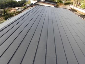 屋根解体・除去が不要の屋根カバー工法!