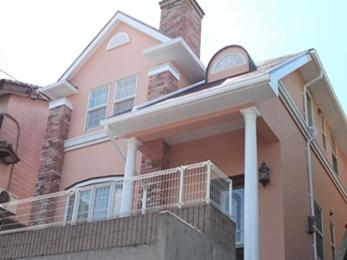 外壁は元の美しい色へ!屋根は劣化を防ぎ、遮熱効果を高めた仕様へ!!