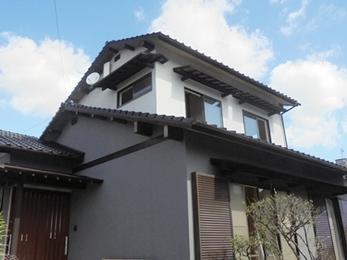 艶消しのセラミシリコンを使用 屋根も外壁も手塗りローラー3回塗り!
