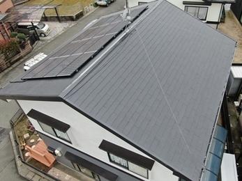 ライトグレー×グレーのスタイリッシュな外壁と蘇った屋根塗装リフォーム