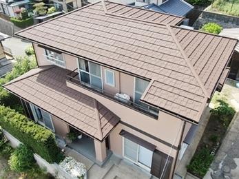 屋根・外壁共に美しいブラウン色に☆耐久性も兼ね備えた上品な外観へ