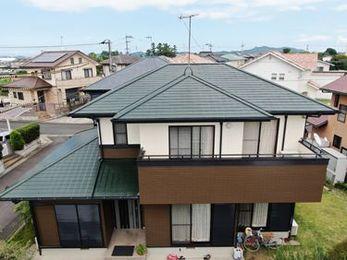 ご近所からも好評!屋根と調和したツートンのおしゃな外観に大変身♪